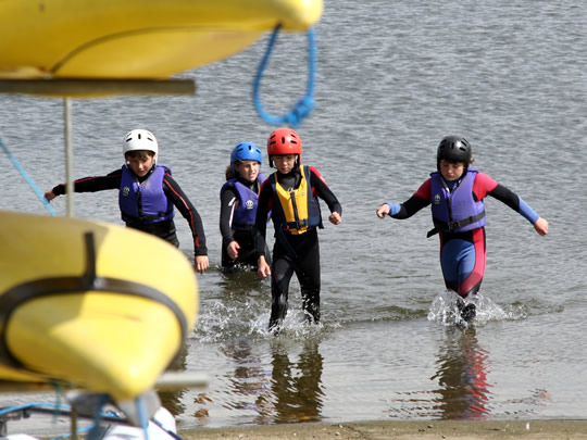 Во время занятий водными видами спорта в British Study Centres, Ardingly College