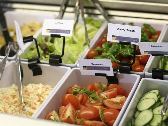 Еда в столовой British Study Centres, Wycliffe College