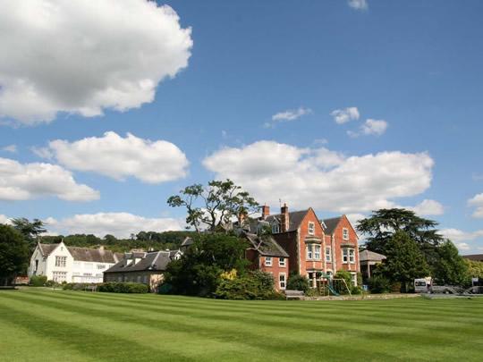 Здание школы British Study Centres, Wycliffe College