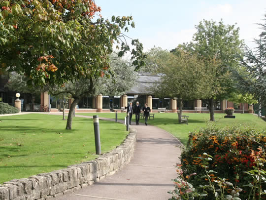 Территория школы British Study Centres, Wycliffe College