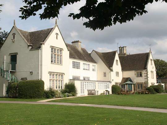 Резиденция школы British Study Centres, Wycliffe College, для студентов старшего возраста