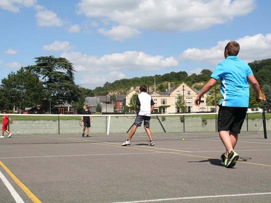 Во время занятий по теннису в British Study Centres, Wycliffe College