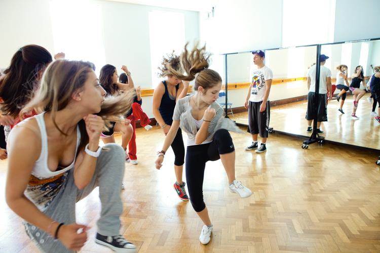 Танцевальные занятия в Embassy Academy Roedean