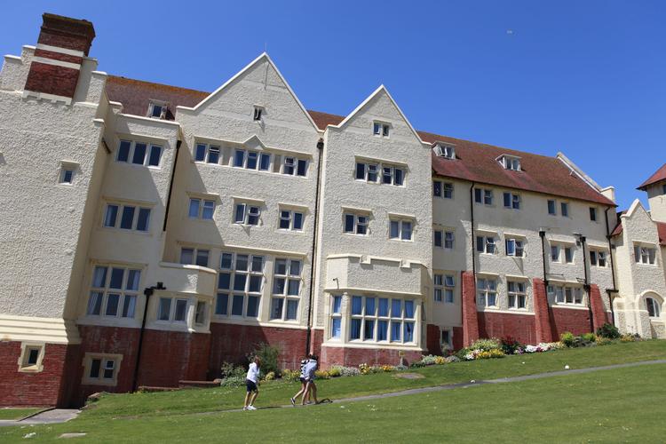 Резиденция, в которой проживают студенты Embassy Academy Roedean