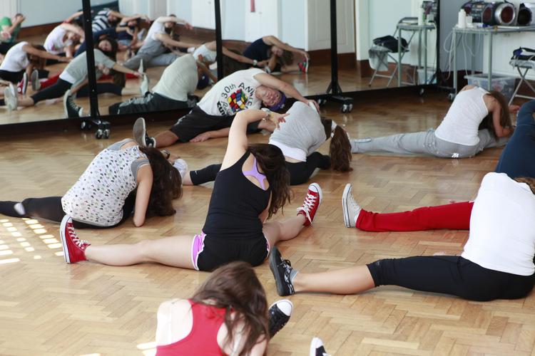Стретчинг перед танцевальным занятием в Embassy Academy Roedean