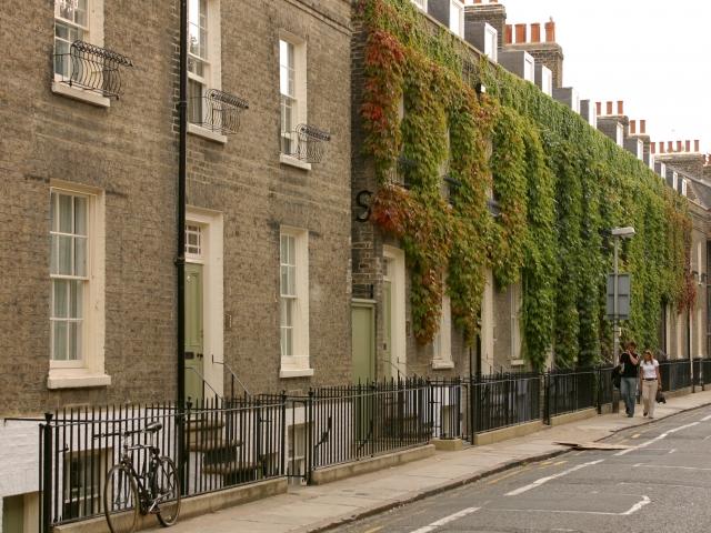 Вид с улицы на резиденцию при EC, Cambridge