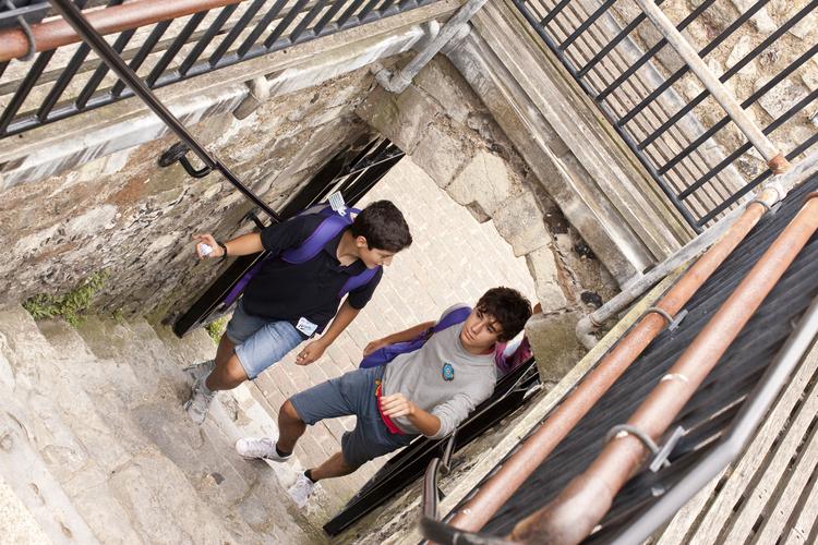 Студенты школы Embassy Canterbury на экскурсии в замке