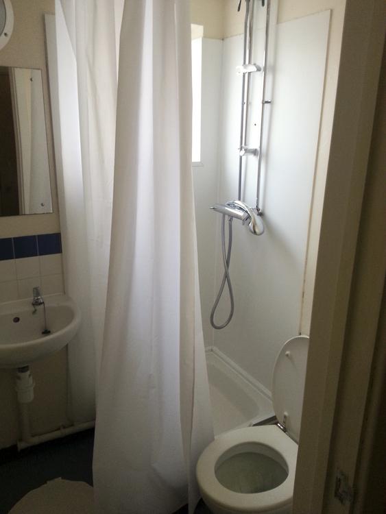 Ванная комната в резиденции школы Embassy Summer Chalfont