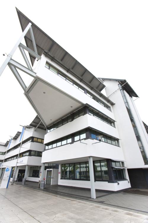 Здание школы Embassy Summer, London Docklands