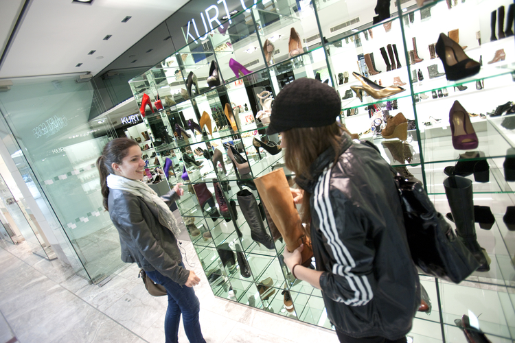 Студенты на шоппинге в Лондоне