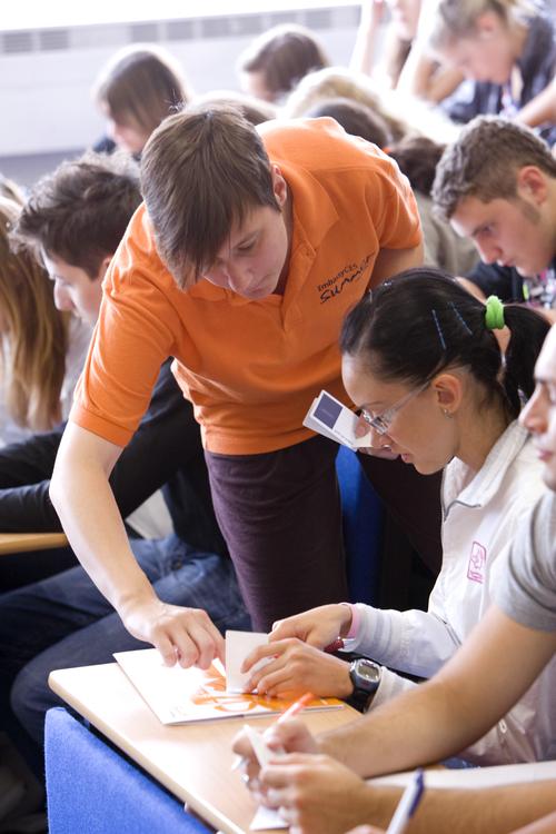 Студенты на занятии в школе Embassy Summer Schools, London – Mile End