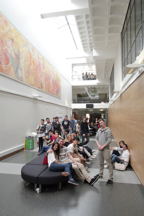 Студенты Summer Schools, London - South bank на перерыве между занятиями