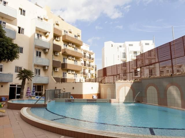 Бассейн Canifor Hotel, EC Malta
