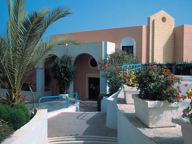 Здание школы EC, Malta