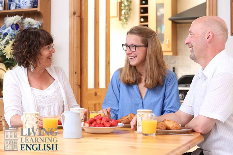 Завтрак в семье преподавателя Living Learning English