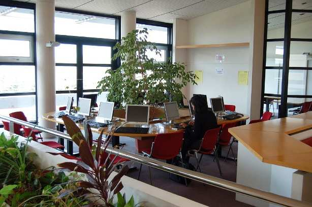 Компьютерный зал Eurocentres, La Rochelle