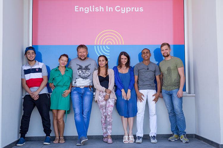 Студенты English In Cyprus возле главного входа в здание
