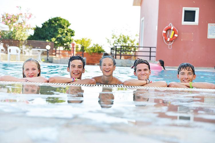 Отдых в бассейне English in Cyprus