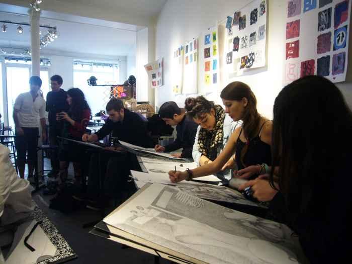На занятиях, Ecole d'ART Maryse Eloy