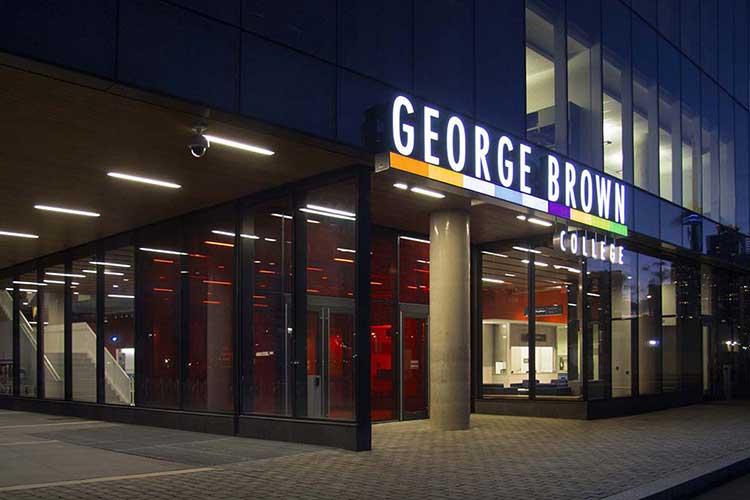 Фасад здания George Brown College