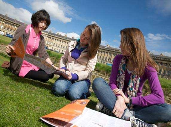Студенты Kaplan, Bath