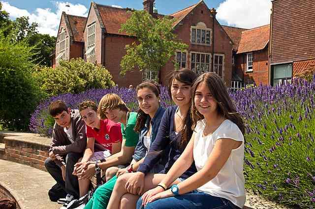 Студенты Kaplan, Salisbury