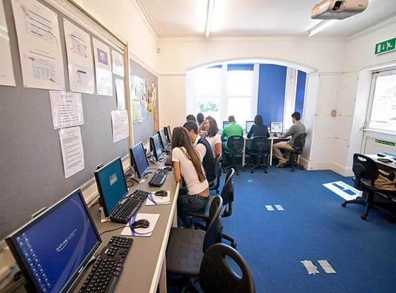 Компьютерный класс при Kaplan, Oxford