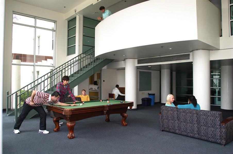 Холл, Kaplan, Los Angeles (Whittier College)