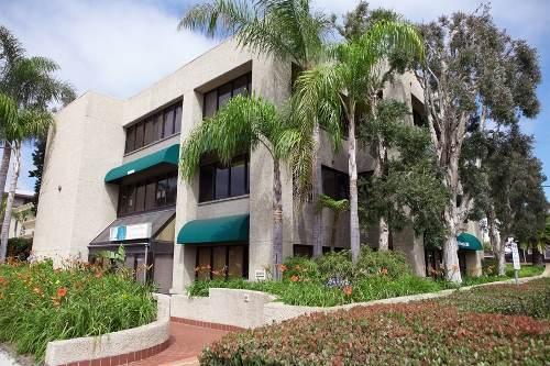 Фасад школы Kaplan, San Diego