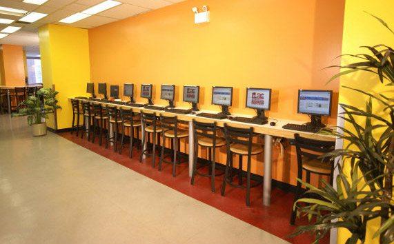 Компьютерный зал в ILAC, Toronto
