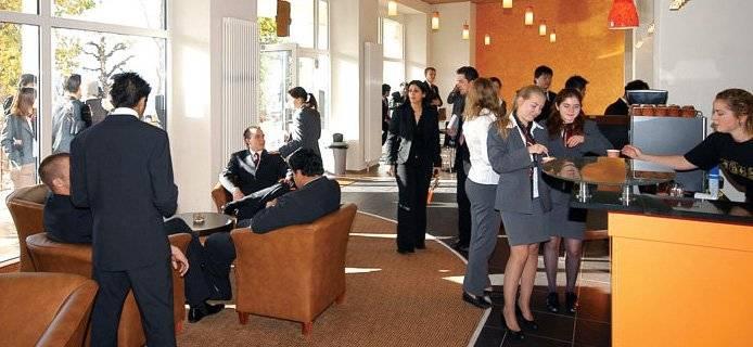 Холл Swiss Hotel Management School