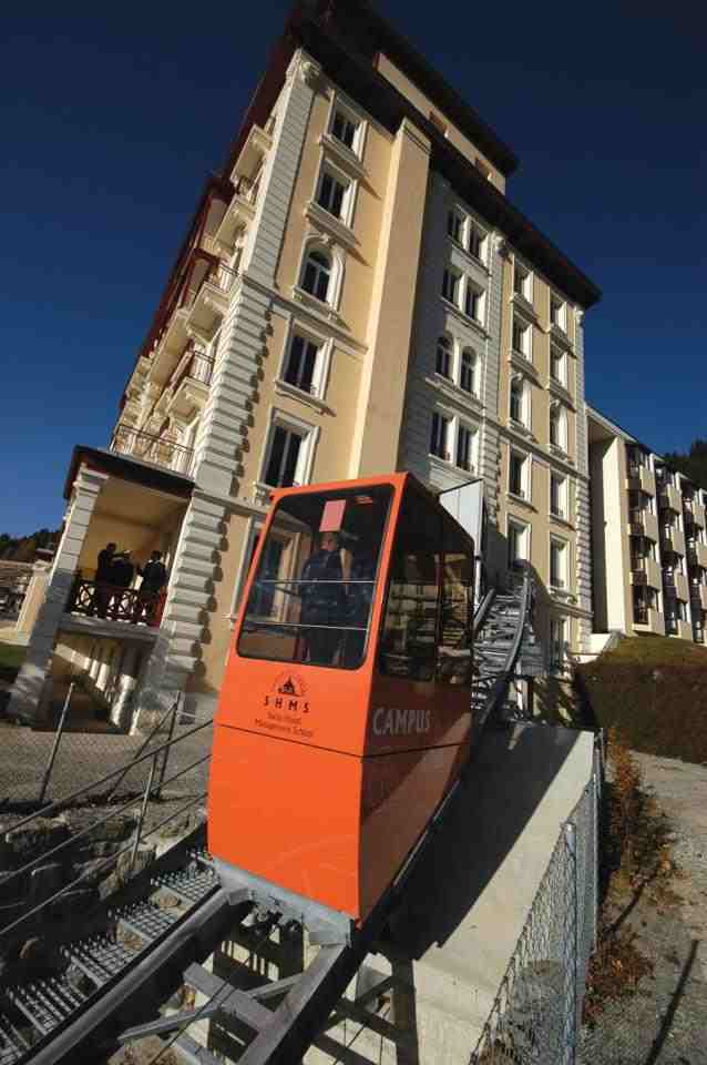 Фуникулер соединяющий два отеля Swiss Hotel Management School