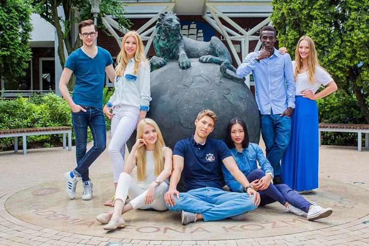 Студенты Университета Козьминского