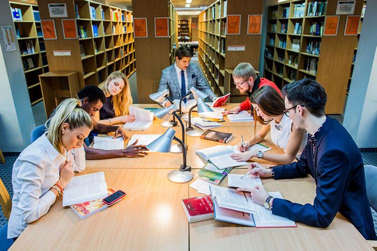 Комната самостоятельного обучения студентов Университета Козьминского