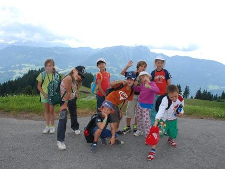 Дети на экскурсии Village Camp, Leysin