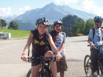 Катание на велосипедах Village Camp, Leysin