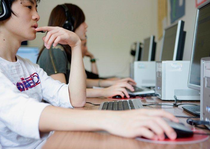 Компьютерный класс Brillantmont, Lausanne