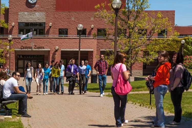 Внутренний двор Cape Breton University