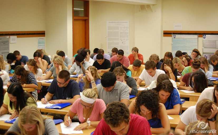 Студенты во время написания теста, Университет Деусто