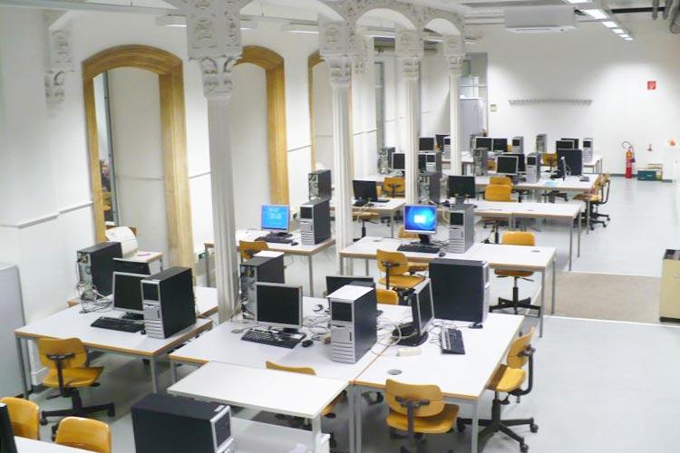 Аудитория на факультете компьютерных технологий Universität Wien