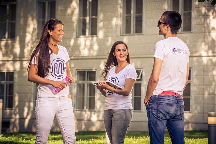 Студенты Universität Wien на кампусе