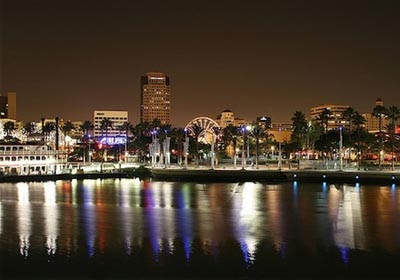 Лос-Анджелес вечером Embassy English&Pathways, Los Angeles Long Beach