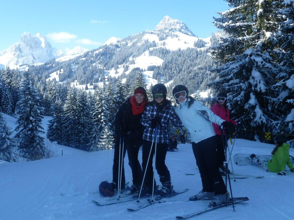 Студенты во время катания на лыжах, Surval Montreux