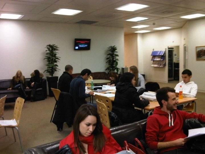 Студенты во время учебной подготовки, International University in Geneva