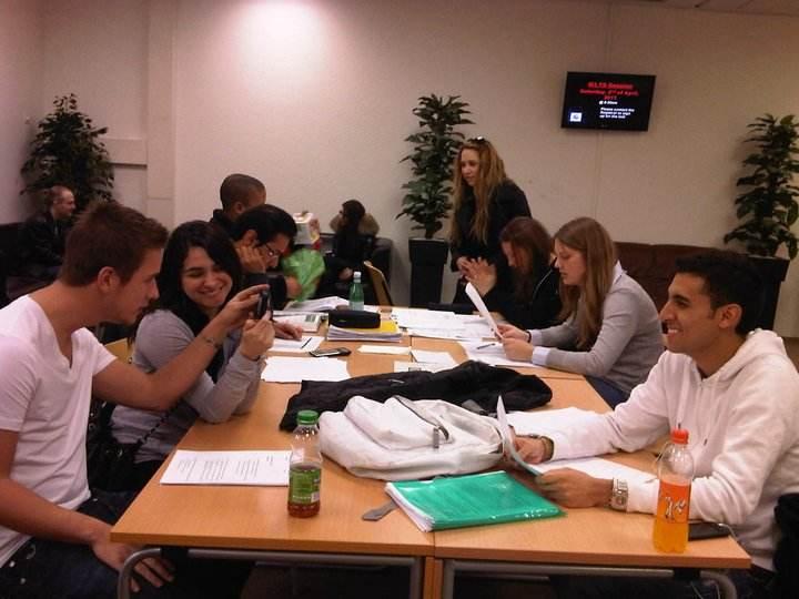 Студенты в зоне отдыха, International University in Geneva