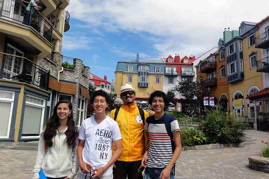 Студенты во время прогулки по городу, ILSC Toronto