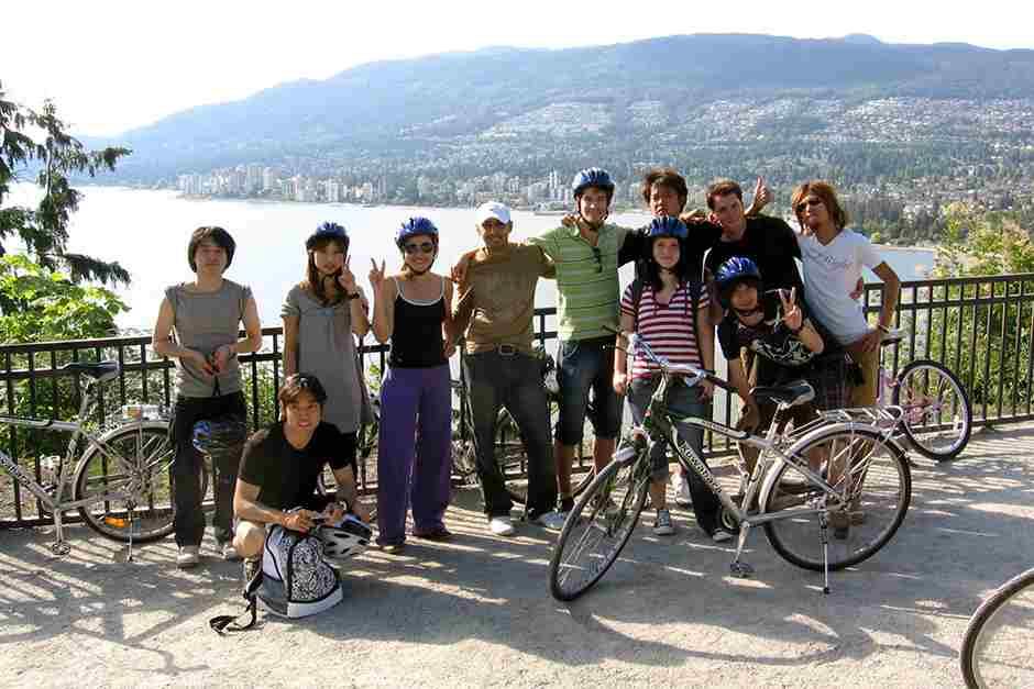 Студенты во время катания на велосипедах ILSC, Vancouver