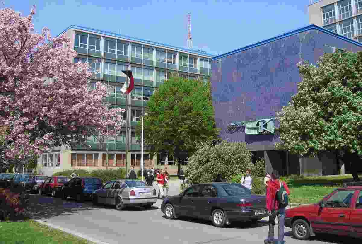 Вид на один из кампусов Технического университета в Праге