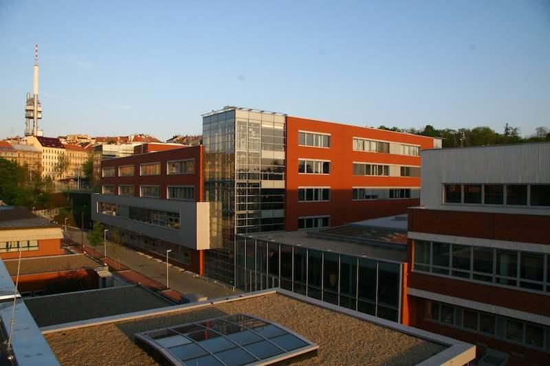 Вид на кампус Высшей школы экономики в Праге
