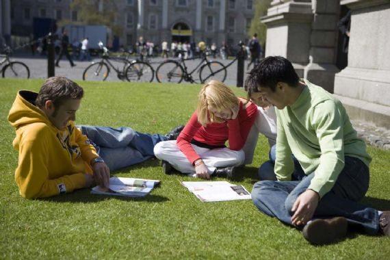 Студенты во время самоподготовки CES, Dublin